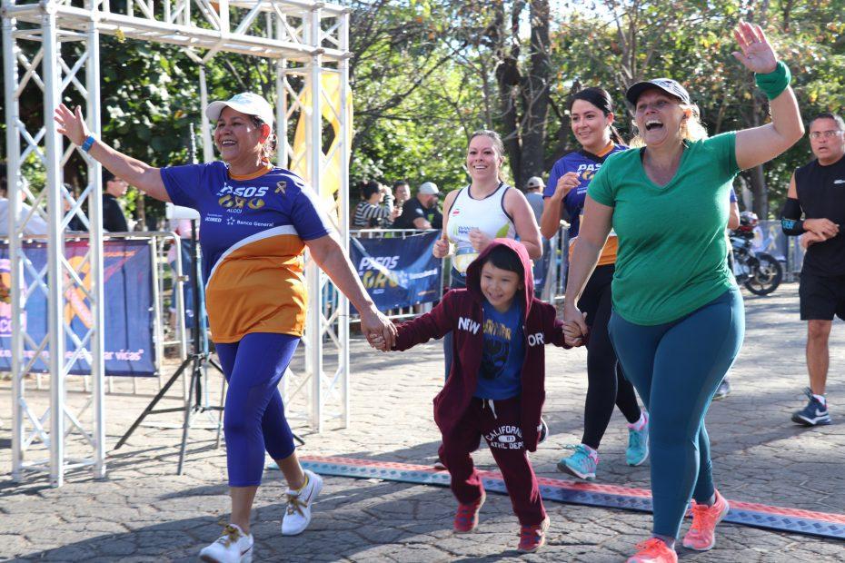 Competidores llegando a meta pasos de oro alcci